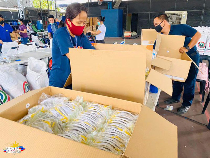 ABS CBN donates protective gears food to health workers 3
