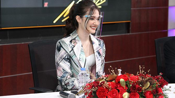 Kira Balinger gets kilig surprise from Ang Sa Iyo Ay Akin partner Grae Fernandez in Star Magic signing event 3