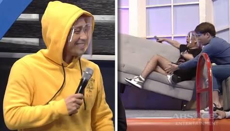 Jhong, sinubukan ihulog si  Vice Ganda sa sofa | It's Showtime  Image Thumbnail